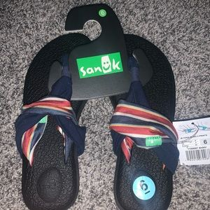 Sanuk Yoga size 6 sandals Blue and Red straps NWT